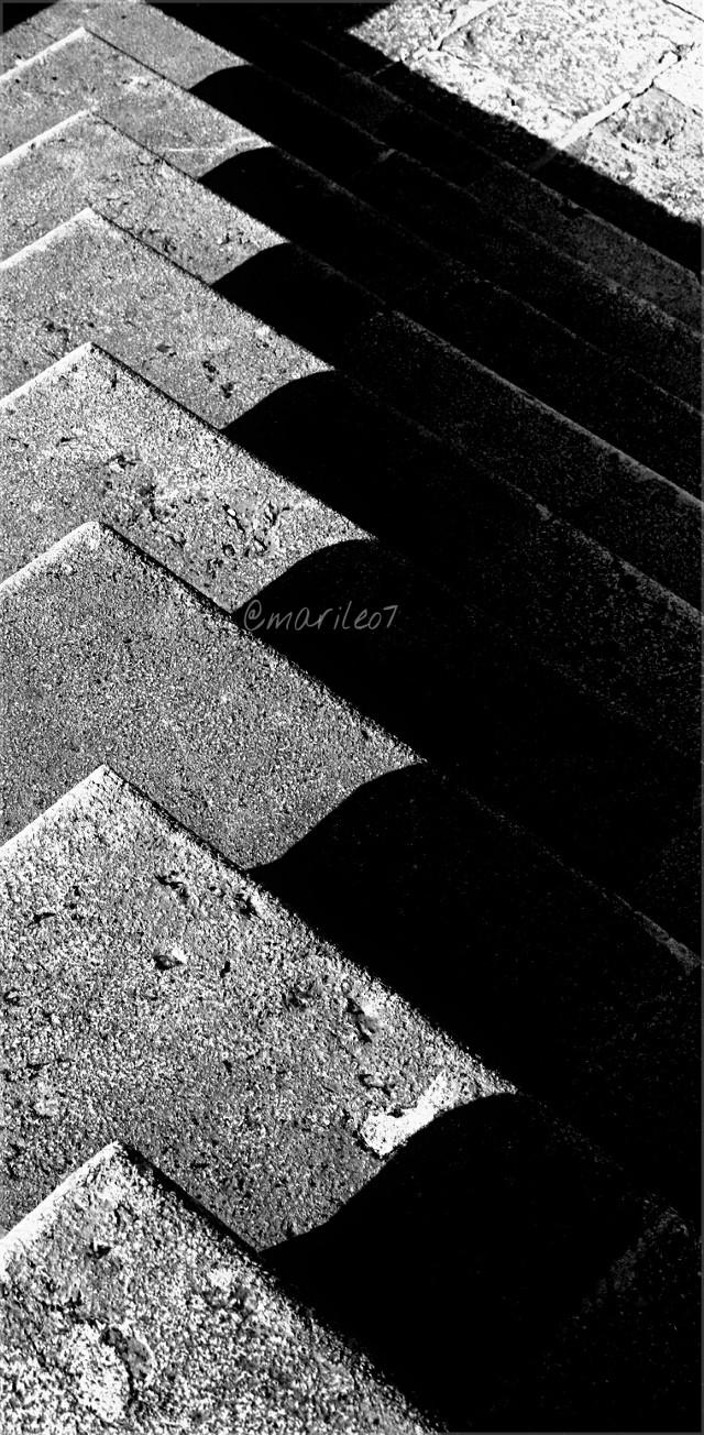 #leadinglines #blackandwhite #popart #stairs #shadow   ⬇⬆⬇⬆⬇⬆⬇⬆