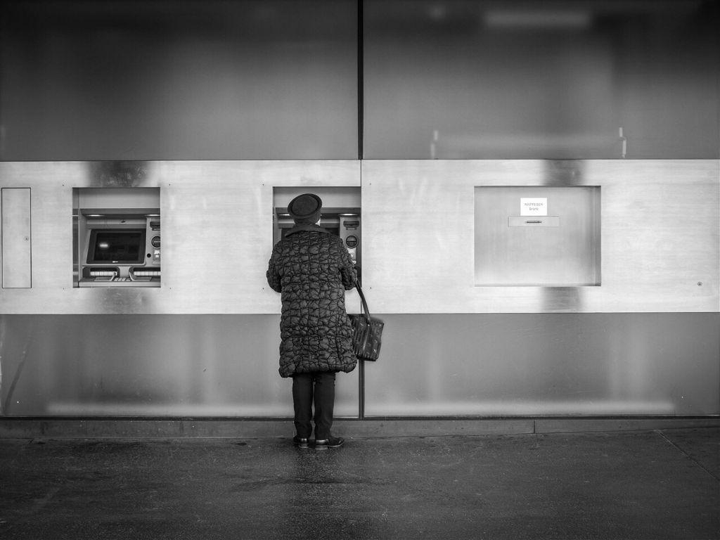 #black&white #blackandwhite #streetphotography #citylife #zürich #switzerland #olympuscamera #omd