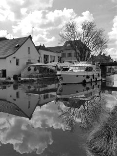 weekend blackandwhite burgundy boat reflection
