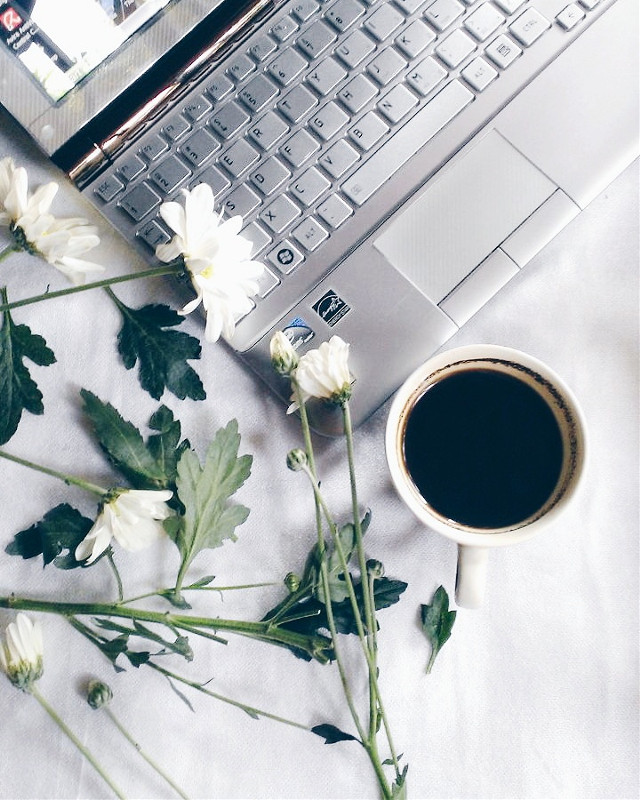 Happy weekend...#coffee #spring #lifestyle #photography #stilllife #picsart #flower #emotions #love #vsco #cup